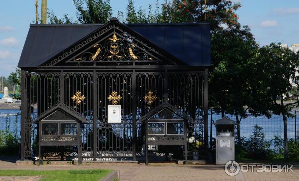 Где в спб находится надгробие матрёны босоножки надгробие пророка даниила в самарканде