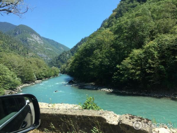 Где находится в абхазии озеро рица