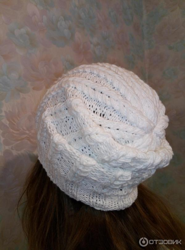 белая шапка крючком весна