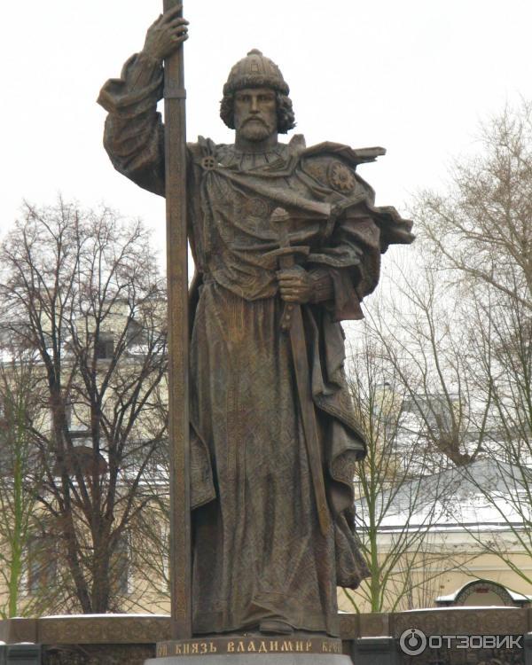 нашей информации памятник князю владимиру в москве где фото двери