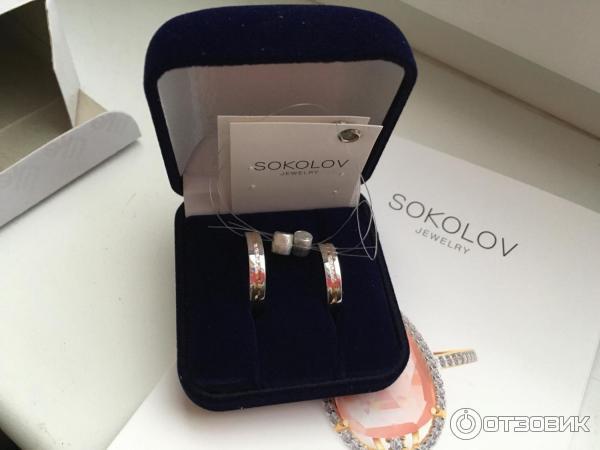 af85767d5904 Обручальное кольцо из комбинированного золота с алмазной гранью с фианитами  SOKOLOV 110155 фото