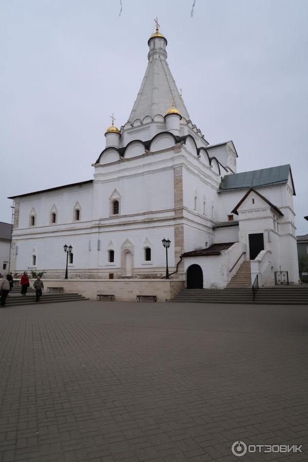 люди познакомились женский монастырь в серпухове фото описание платье открытым